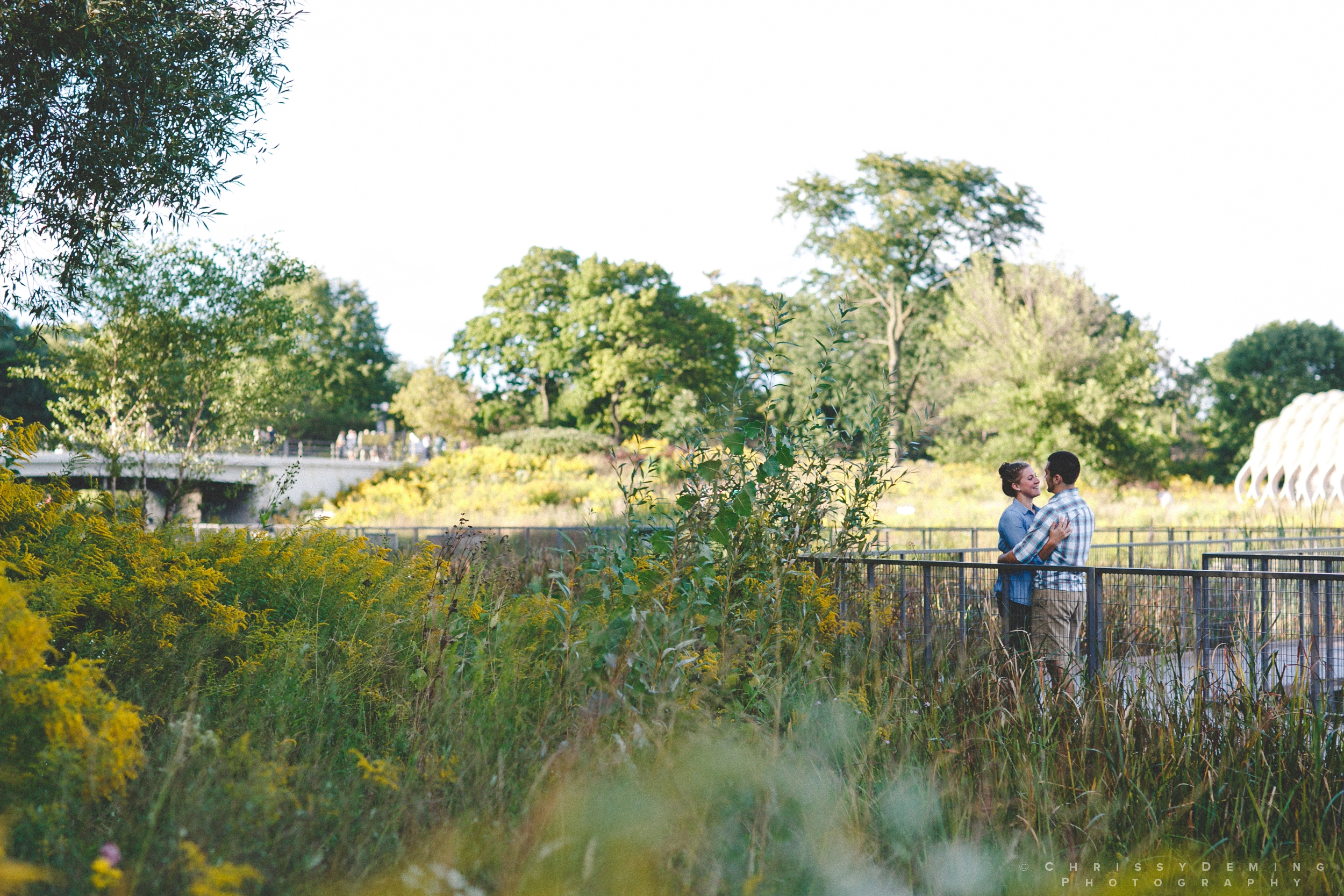 chicago_oakstreetbeach_lincolnpark_engagement_photography_0008.jpg
