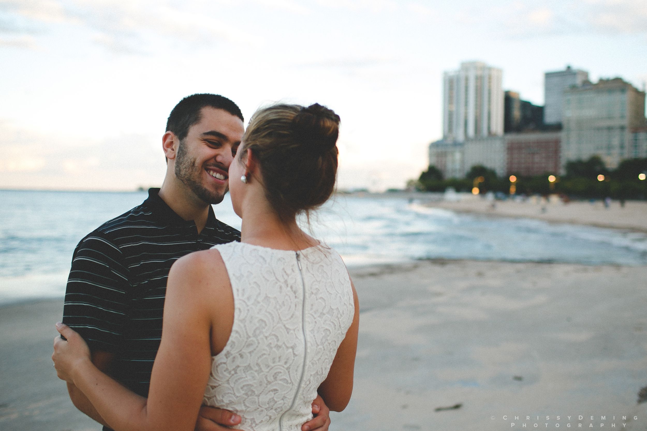 chicago_oakstreetbeach_lincolnpark_engagement_photography_0013.jpg