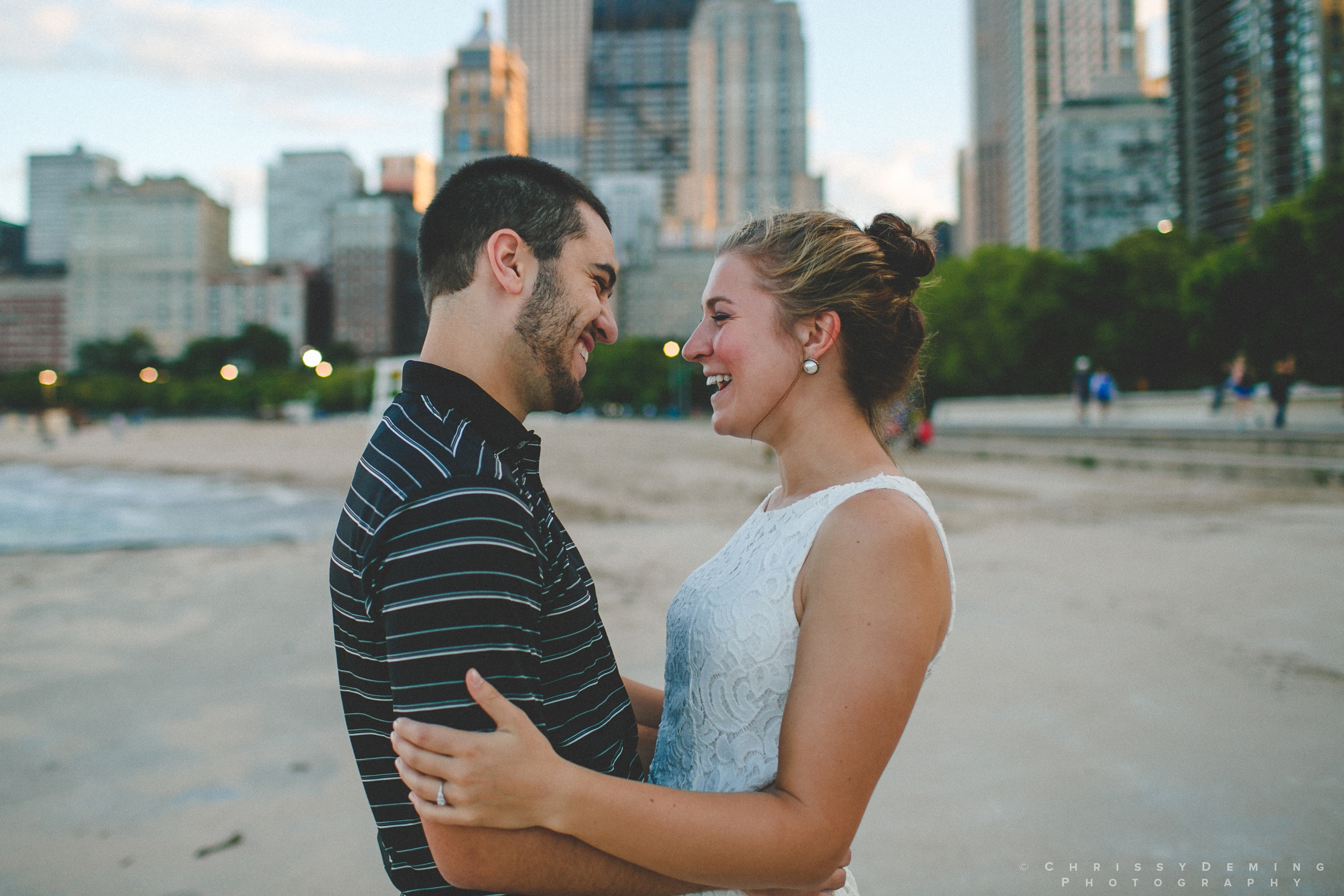 chicago_oakstreetbeach_lincolnpark_engagement_photography_0012.jpg
