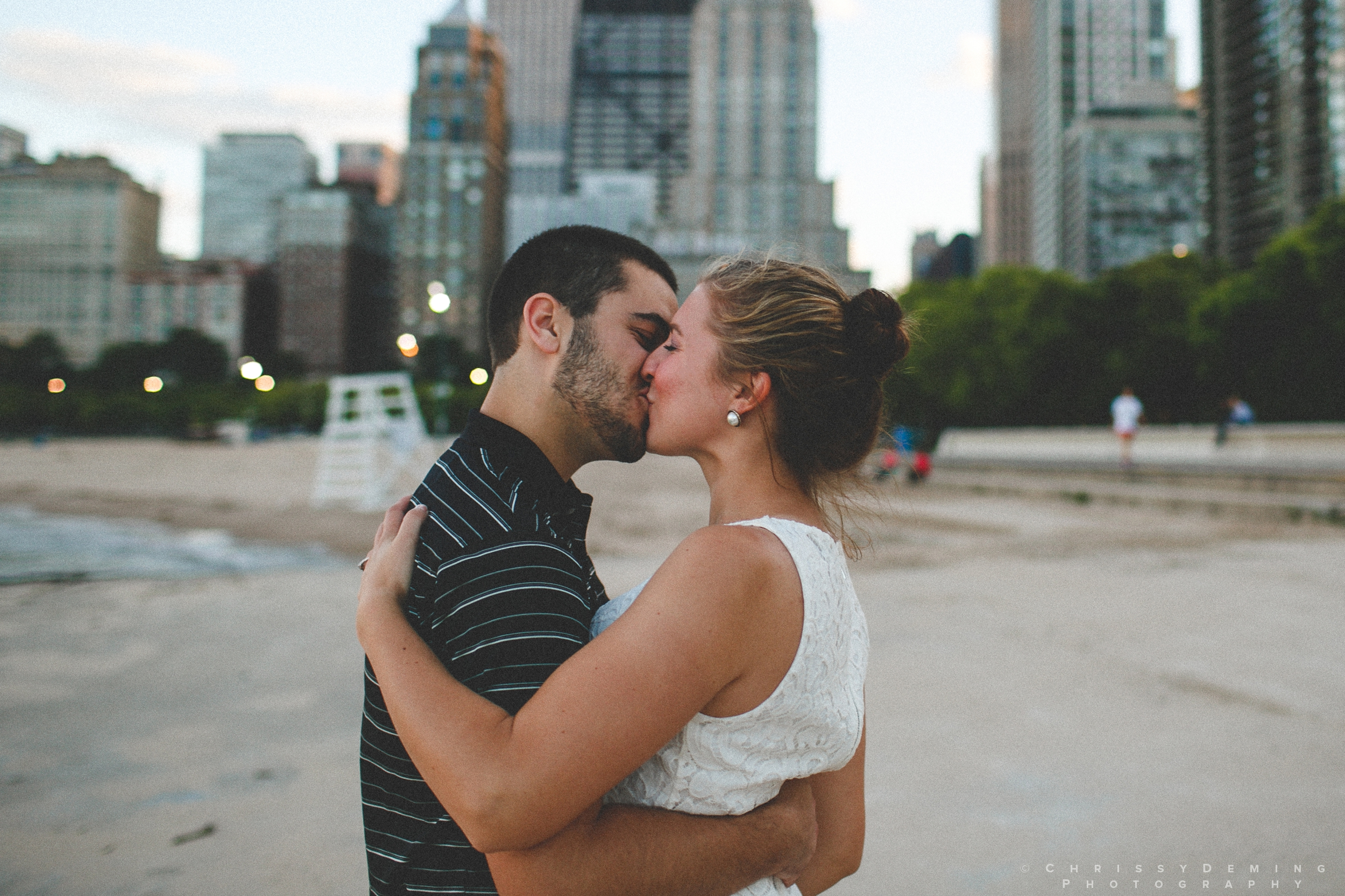 chicago_oakstreetbeach_lincolnpark_engagement_photography_0017.jpg