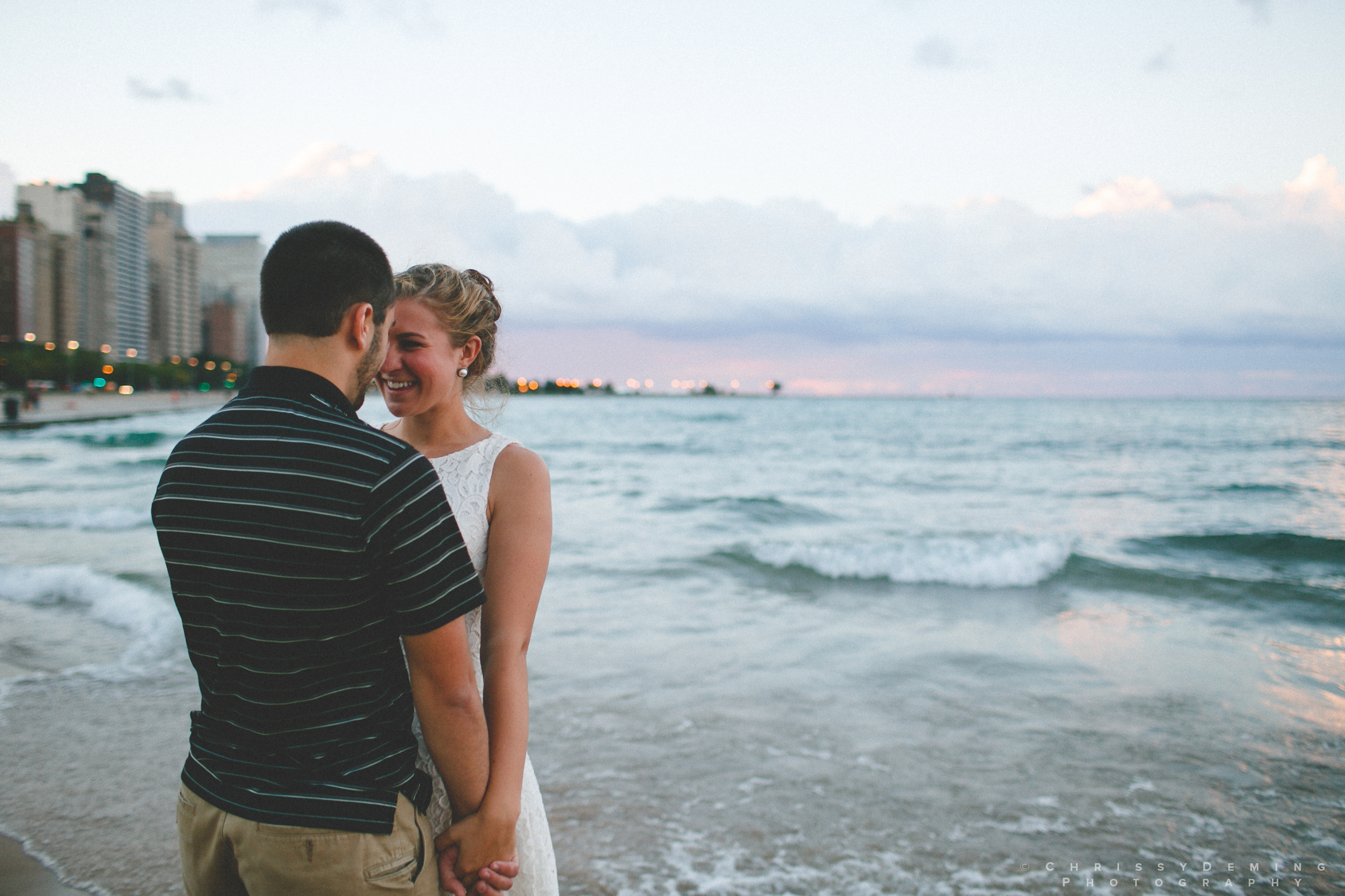chicago_oakstreetbeach_lincolnpark_engagement_photography_0030.jpg
