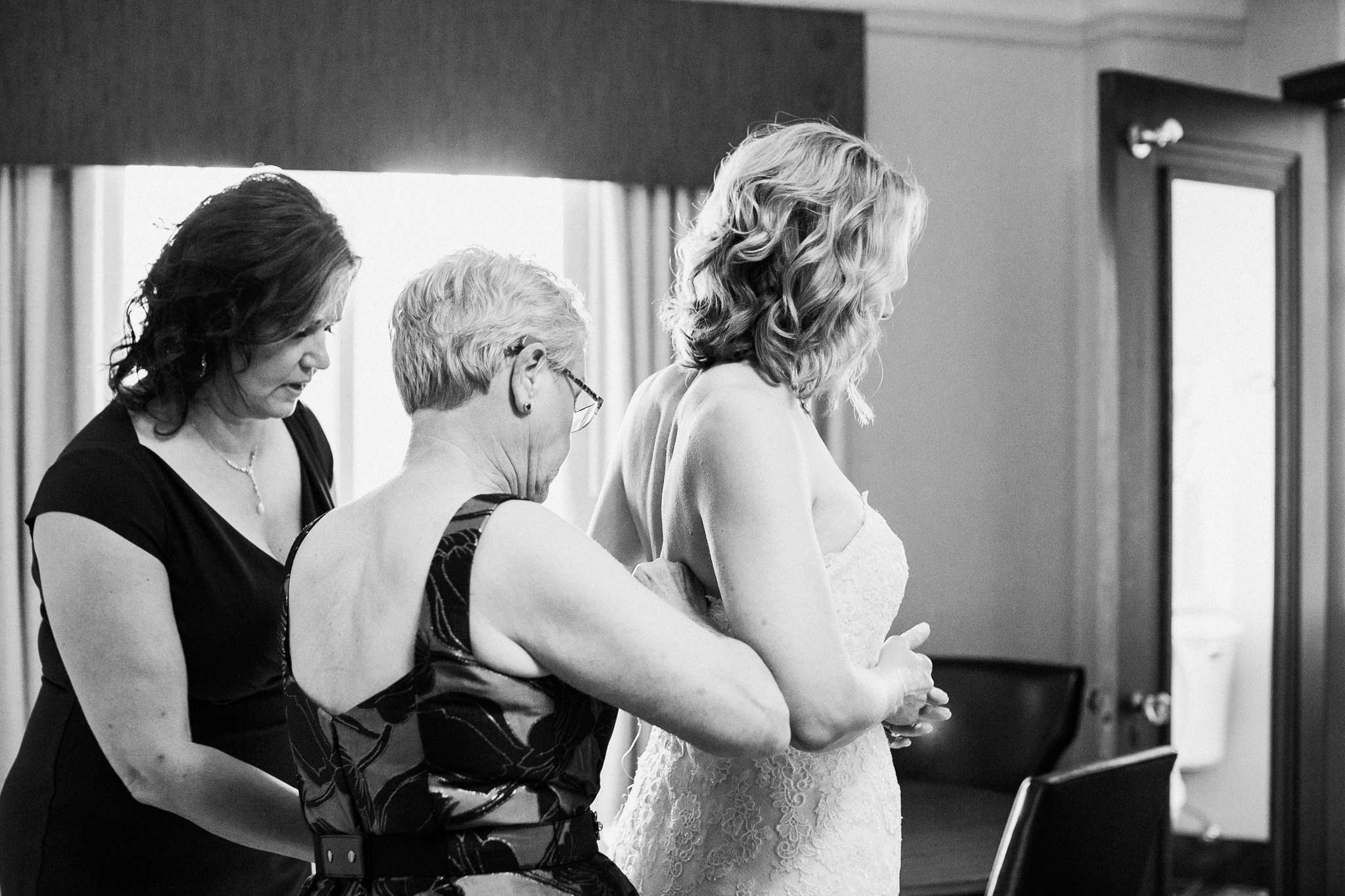 hotel_baker_st_charles_IL_wedding_photographer_0004.jpg
