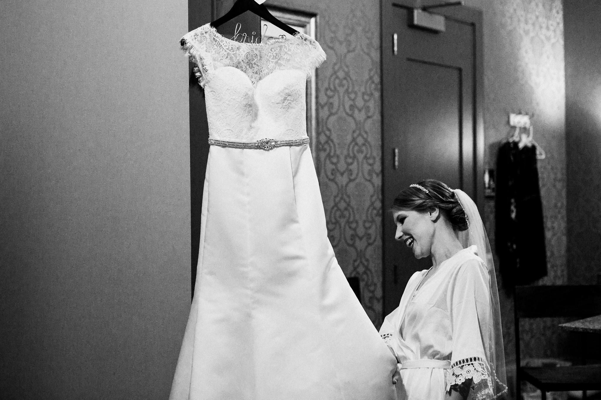 noahs_event_venue_naperville_IL_wedding_photographer_0001.jpg