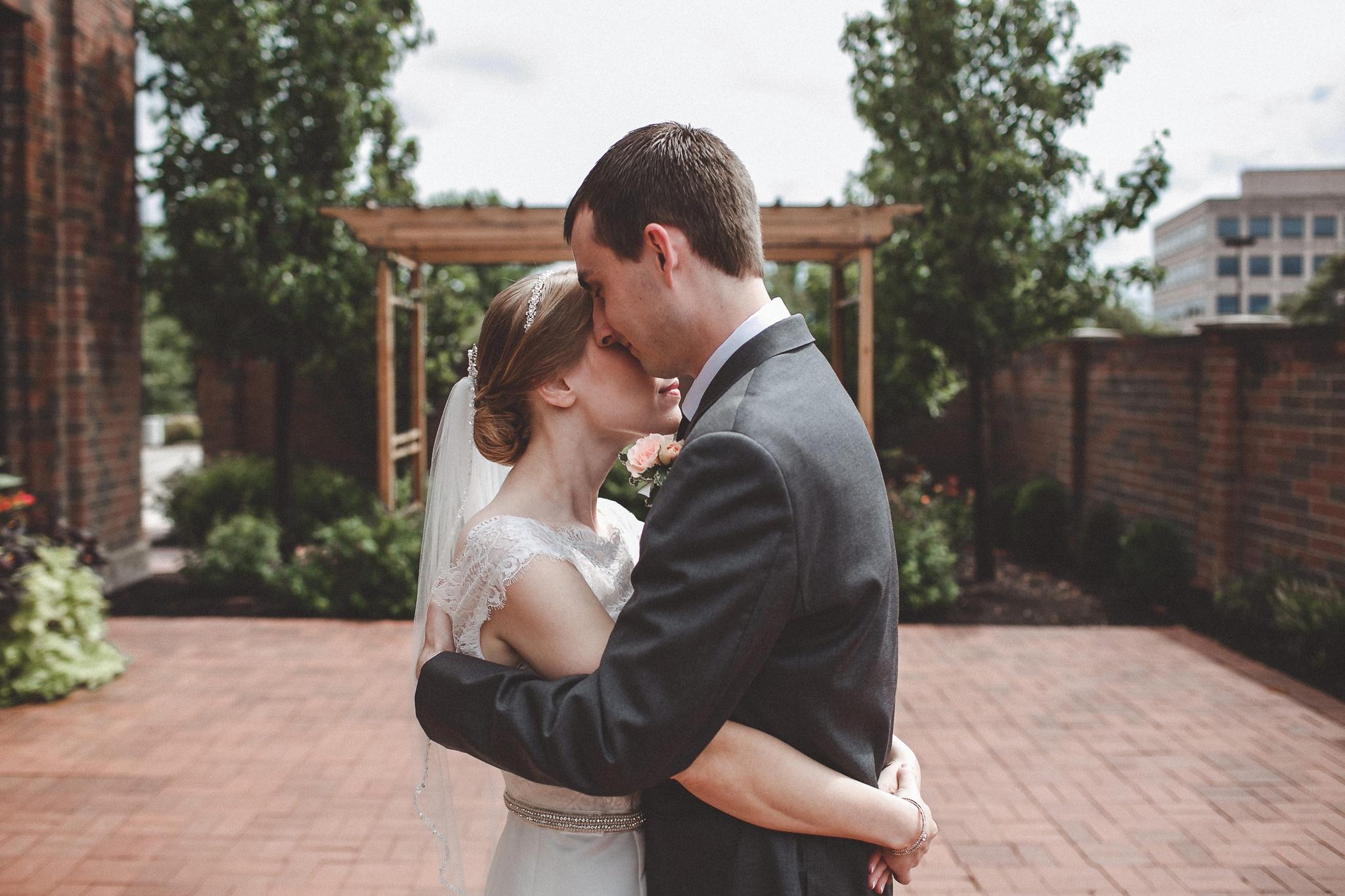 noahs_event_venue_naperville_IL_wedding_photographer_0025.jpg