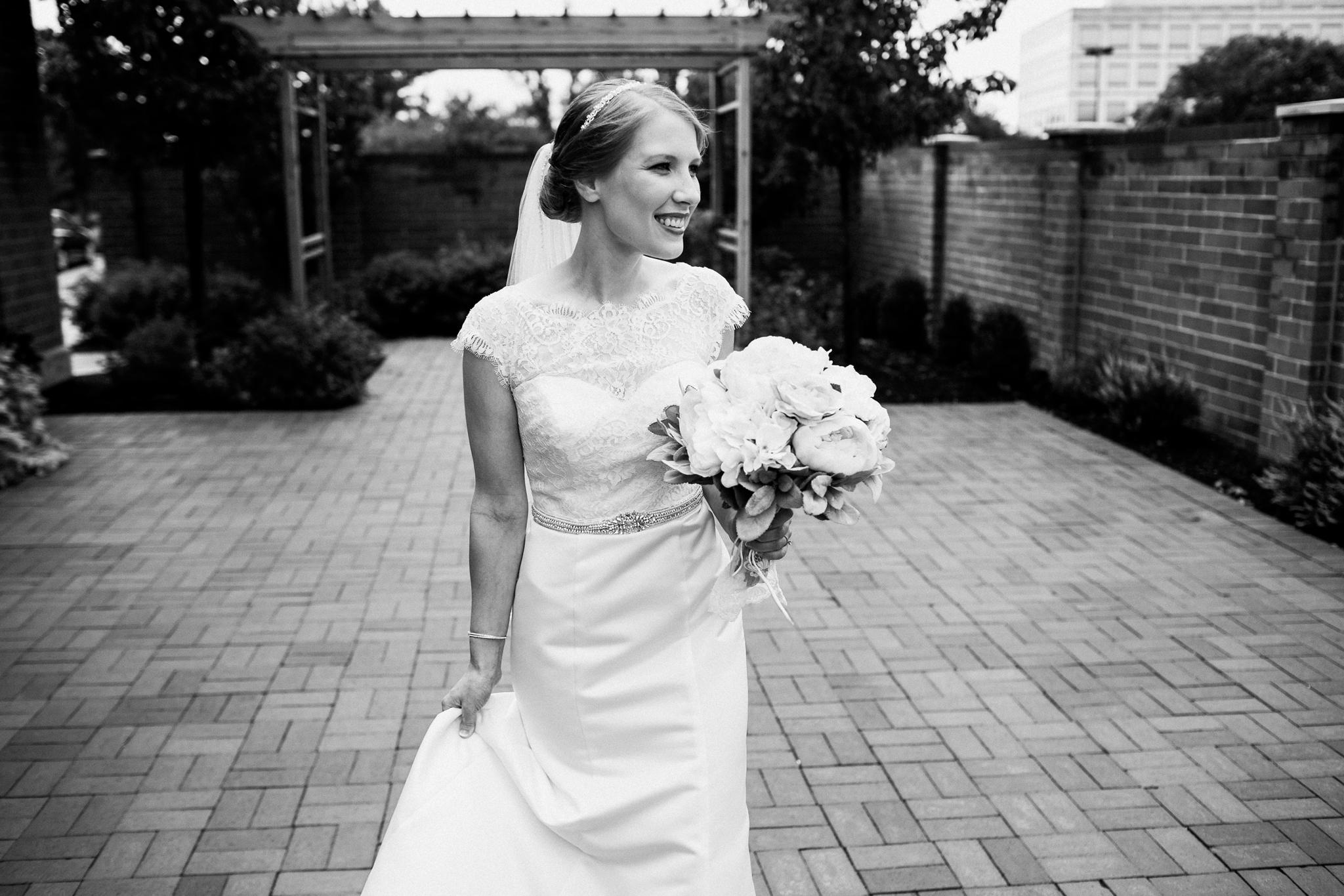 noahs_event_venue_naperville_IL_wedding_photographer_0040.jpg