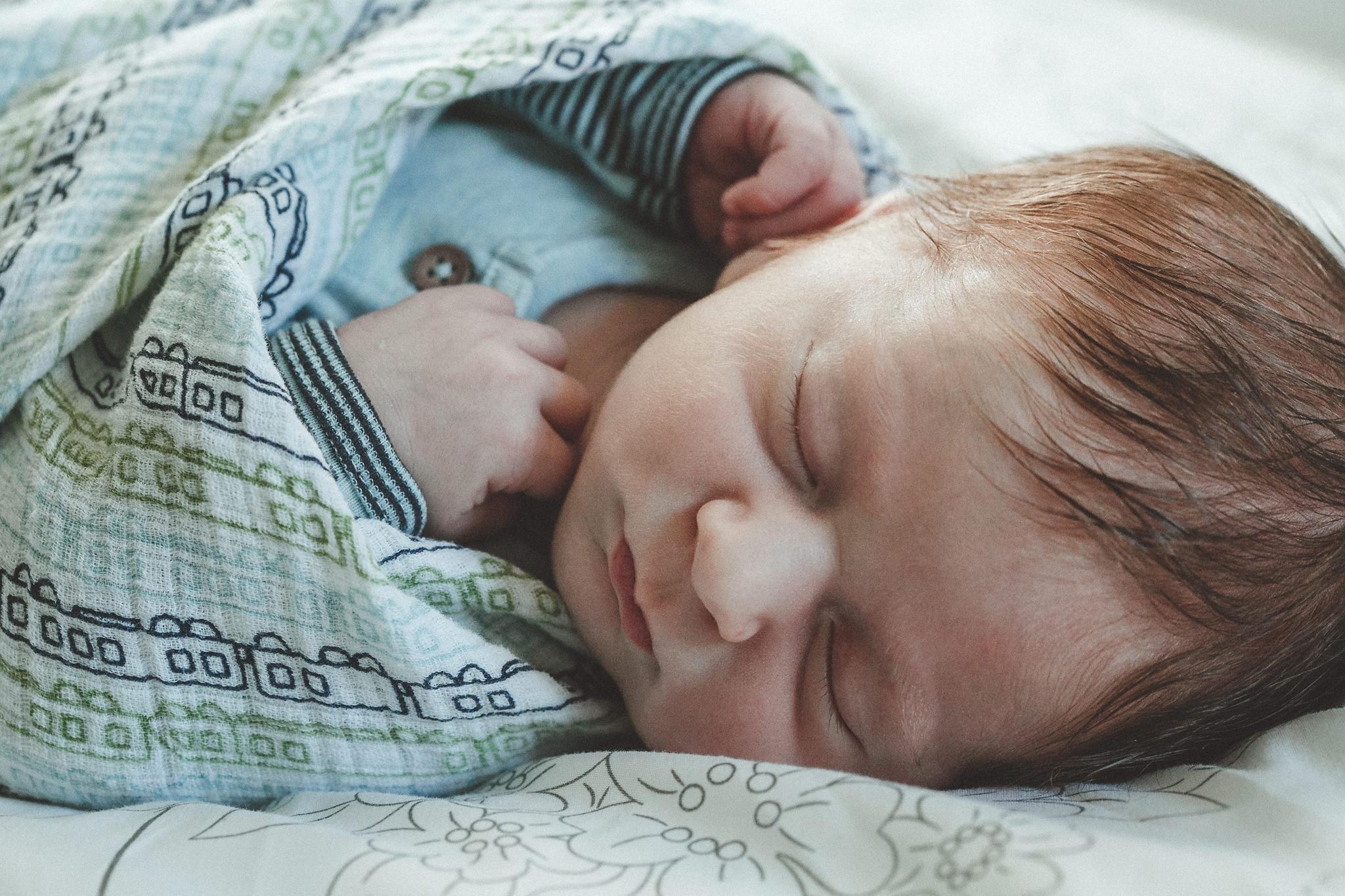 dekalb_il_lifestyle_newborn_photographer_palos_heights_il_0050.jpg