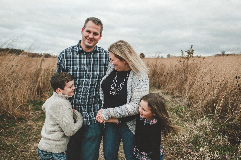 nachusa_grasslands_Franklin_Grove_IL_family_portrait_photographer_0047.jpg