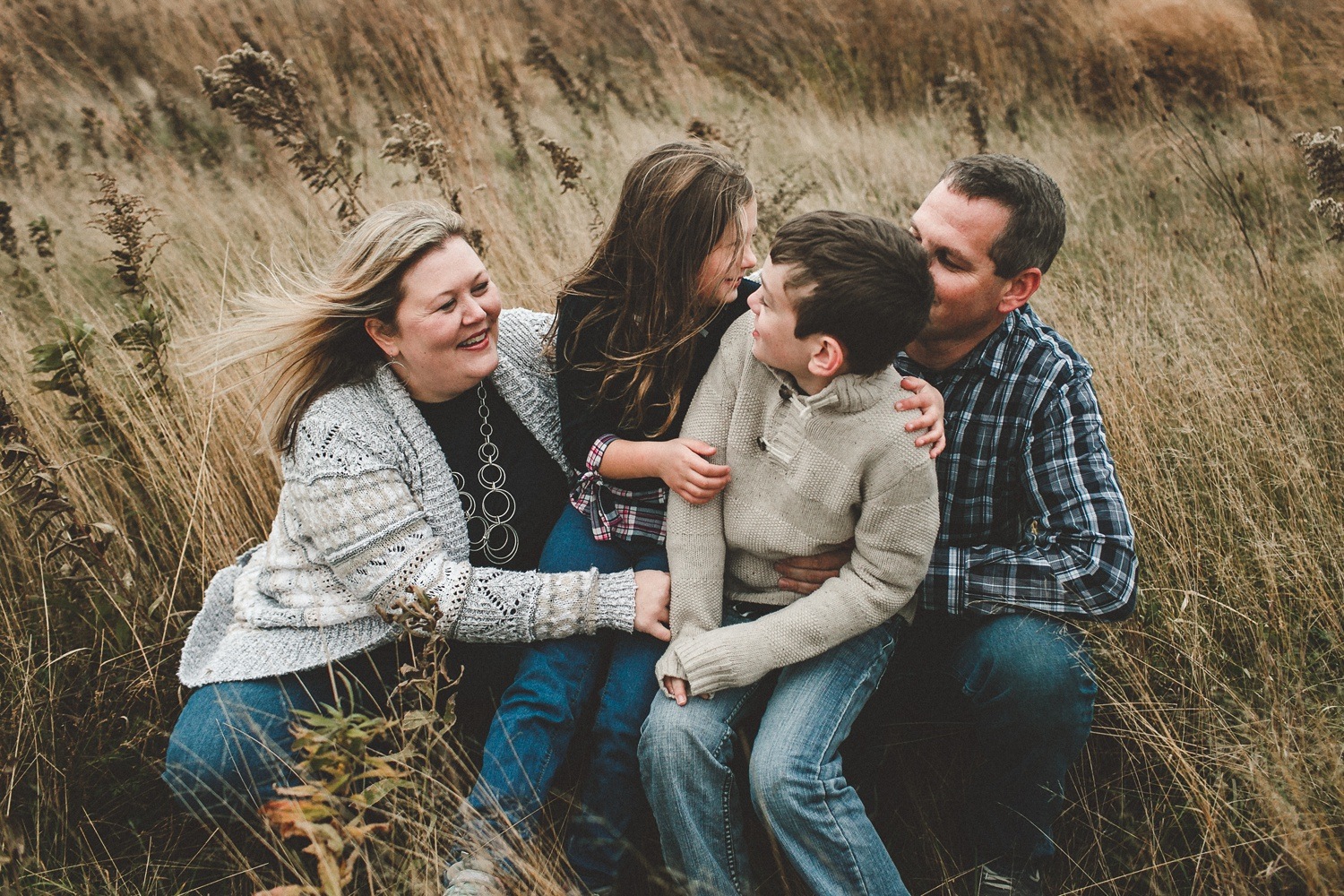 nachusa_grasslands_Franklin_Grove_IL_family_portrait_photographer_0001.jpg
