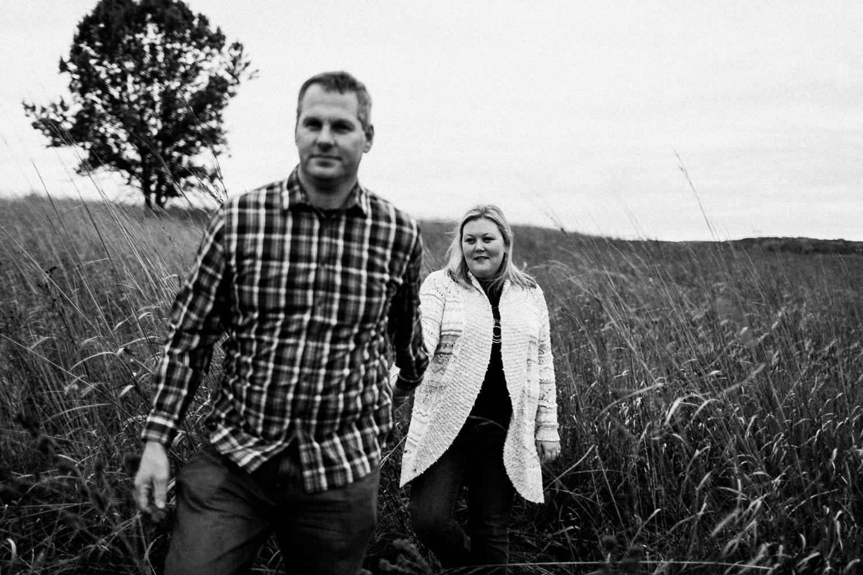 nachusa_grasslands_Franklin_Grove_IL_family_portrait_photographer_0013.jpg