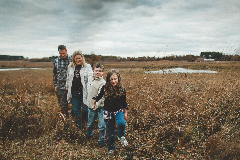 nachusa_grasslands_Franklin_Grove_IL_family_portrait_photographer_0019.jpg