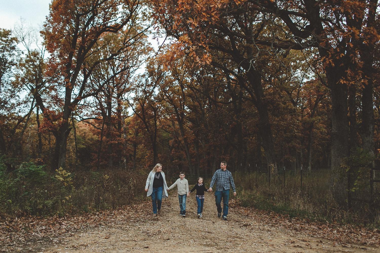 nachusa_grasslands_Franklin_Grove_IL_family_portrait_photographer_0021.jpg