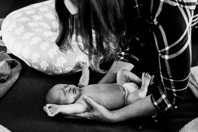 dekalb_sycamore_IL_inhome_newborn_family_photographer_0001.jpg