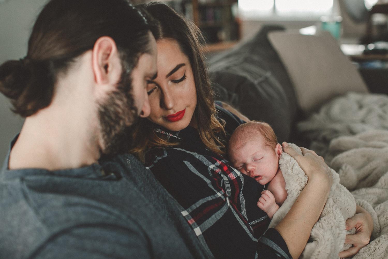 dekalb_sycamore_IL_inhome_newborn_family_photographer_0009.jpg