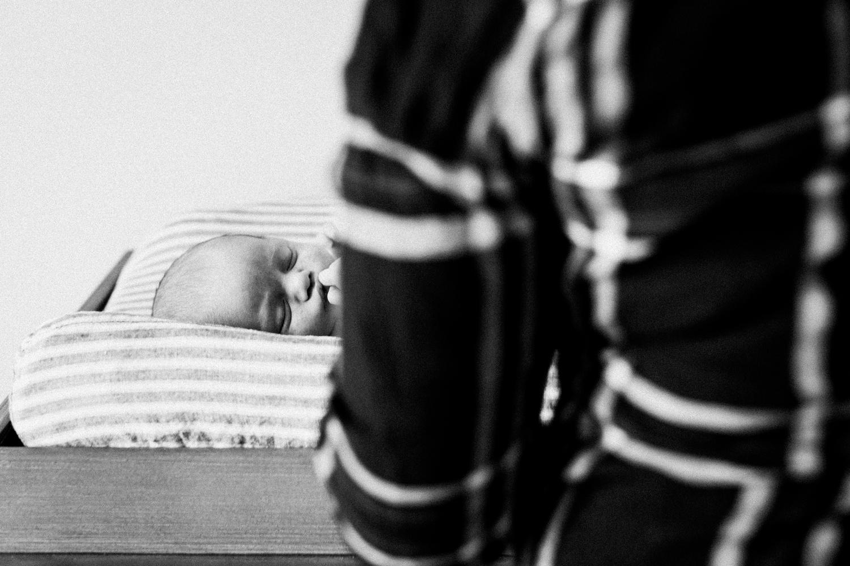 dekalb_sycamore_IL_inhome_newborn_family_photographer_0010.jpg