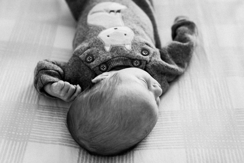dekalb_sycamore_IL_inhome_newborn_family_photographer_0022.jpg