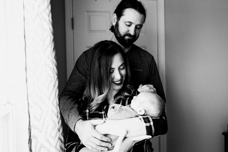 dekalb_sycamore_IL_inhome_newborn_family_photographer_0028.jpg