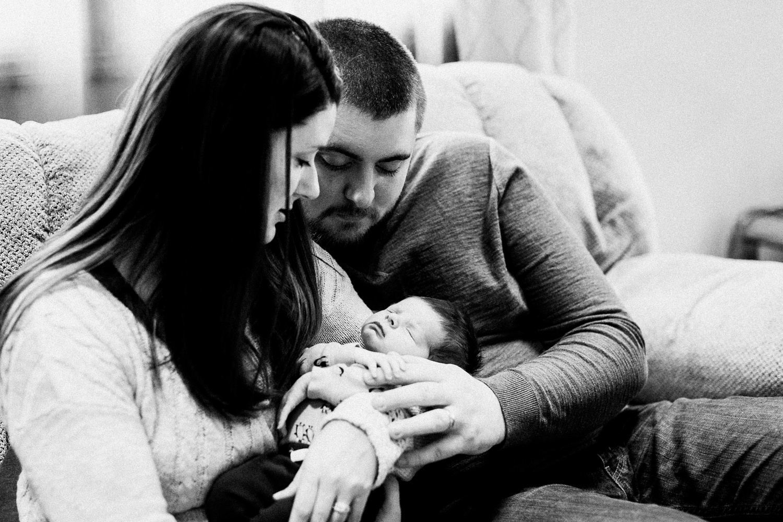 dekalb_sycamore_IL_inhome_newborn_family_photographer_0004.jpg