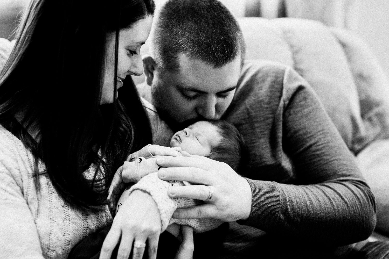 dekalb_sycamore_IL_inhome_newborn_family_photographer_0005.jpg