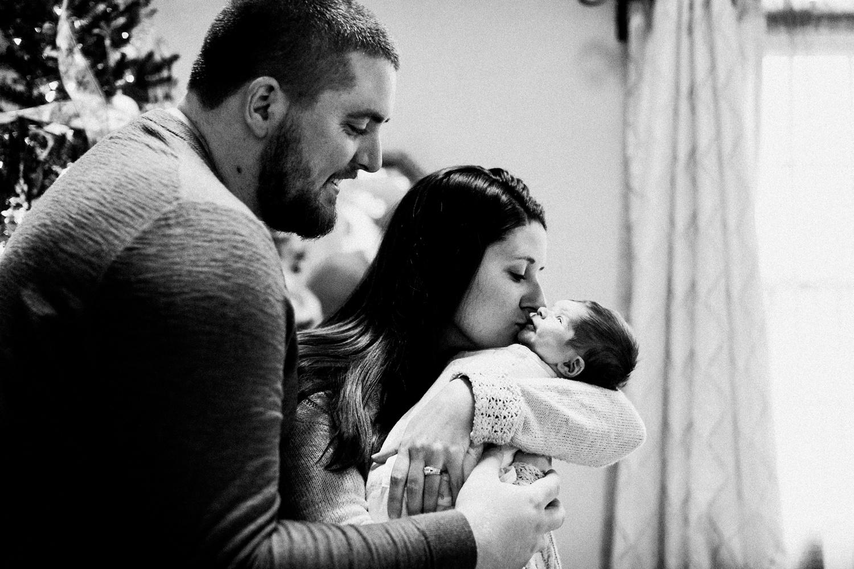 dekalb_sycamore_IL_inhome_newborn_family_photographer_0025.jpg