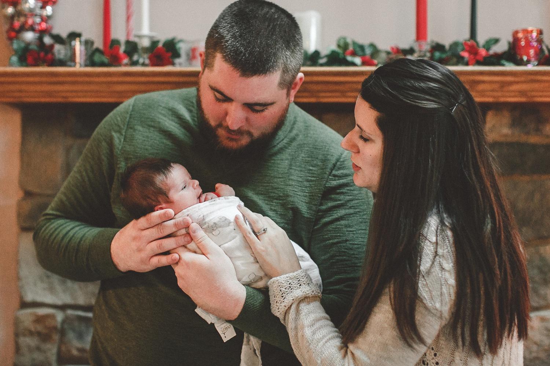 dekalb_sycamore_IL_inhome_newborn_family_photographer_0029.jpg