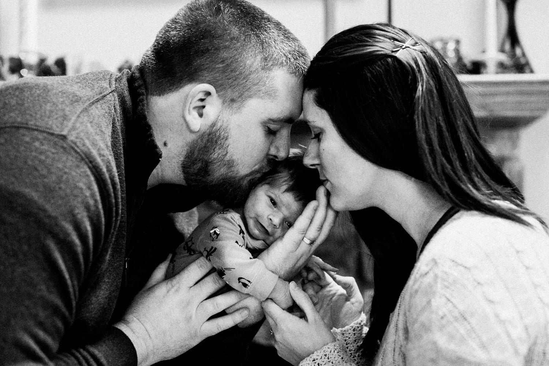 dekalb_sycamore_IL_inhome_newborn_family_photographer_0034.jpg