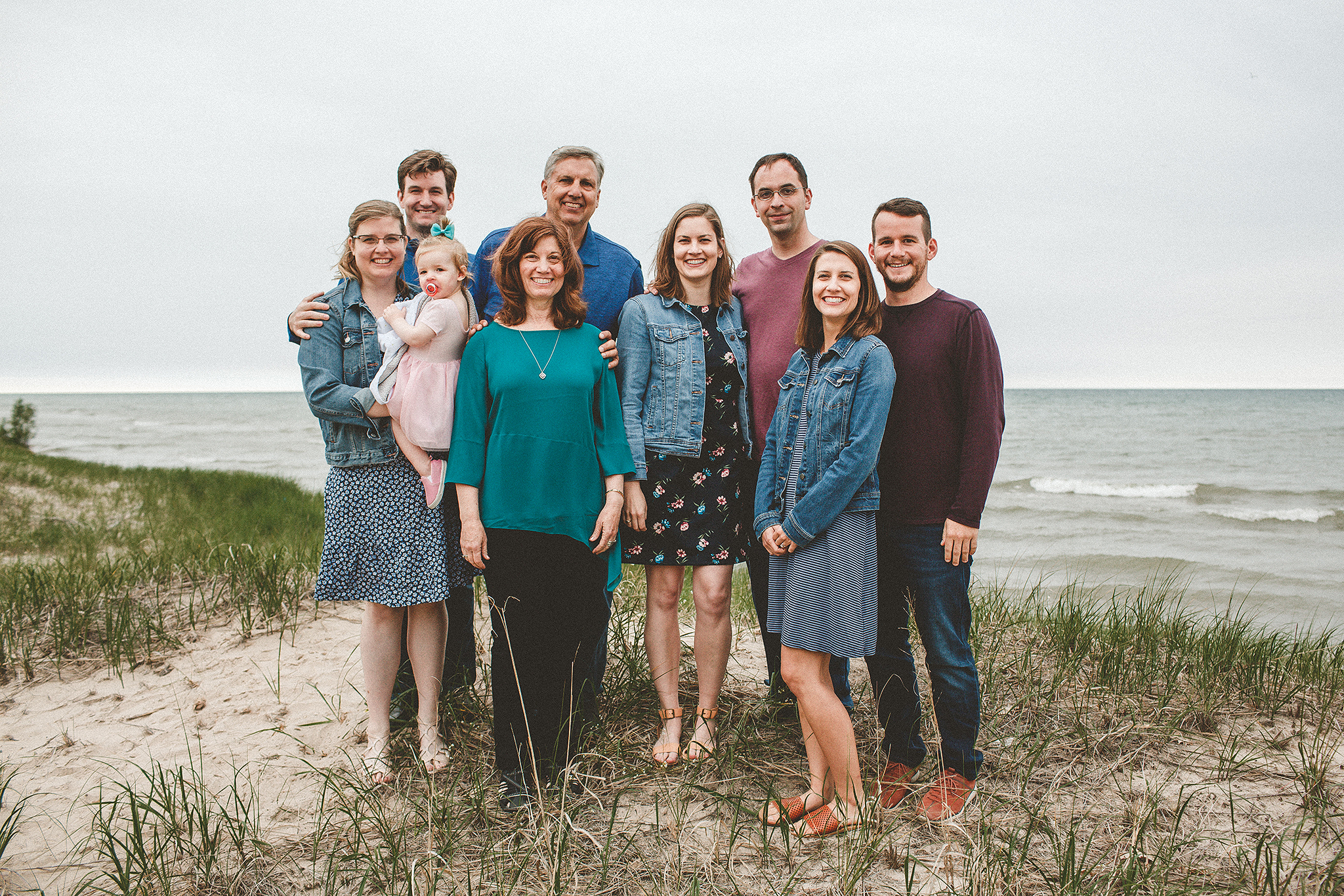 Extended family pictures on the beach | Sheboygan, WI Family Photographer | by Chrissy Deming Photography