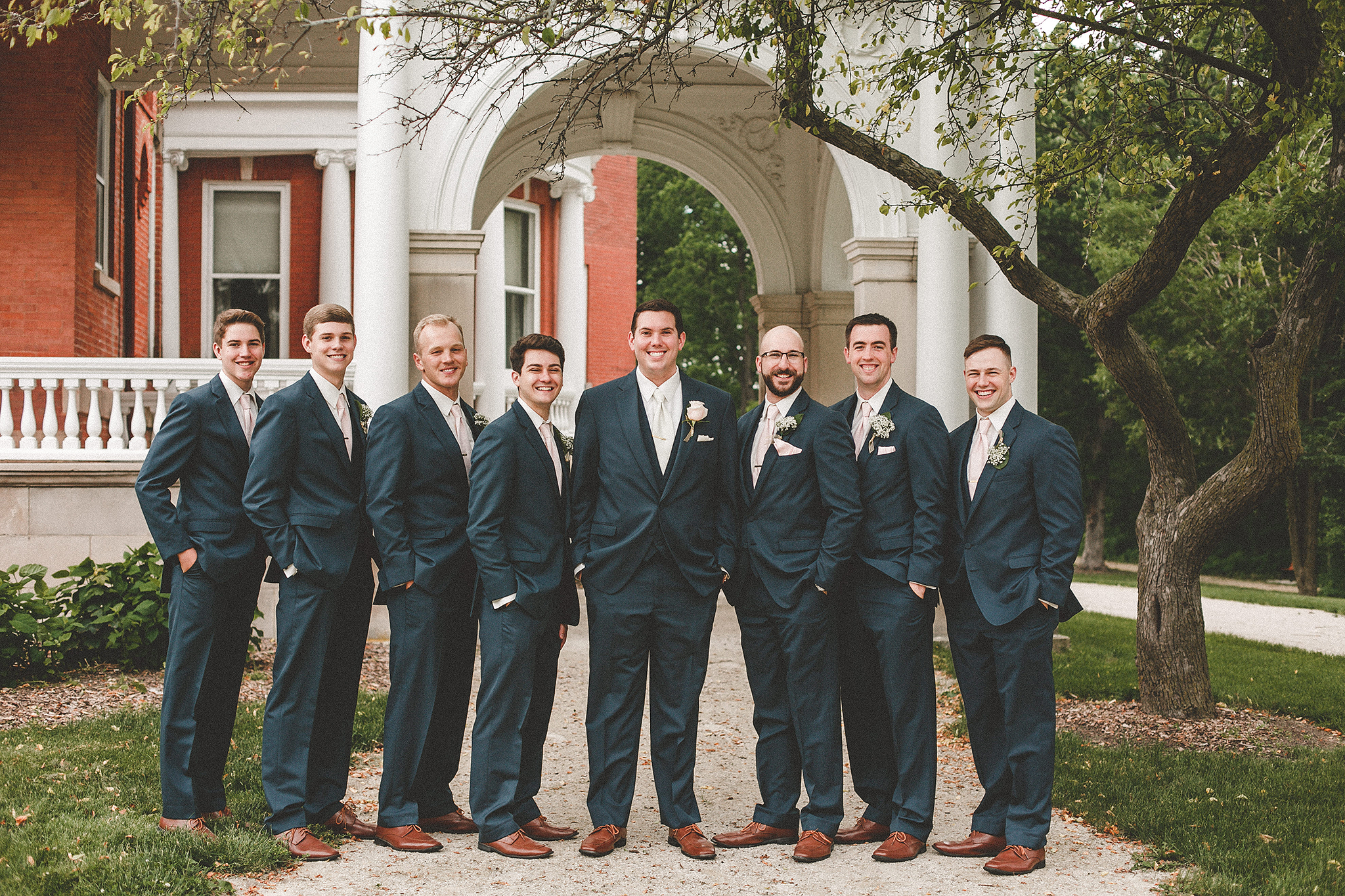 groomsmen picture at the ellwood house, dekalb, il wedding photographer | chrissy deming