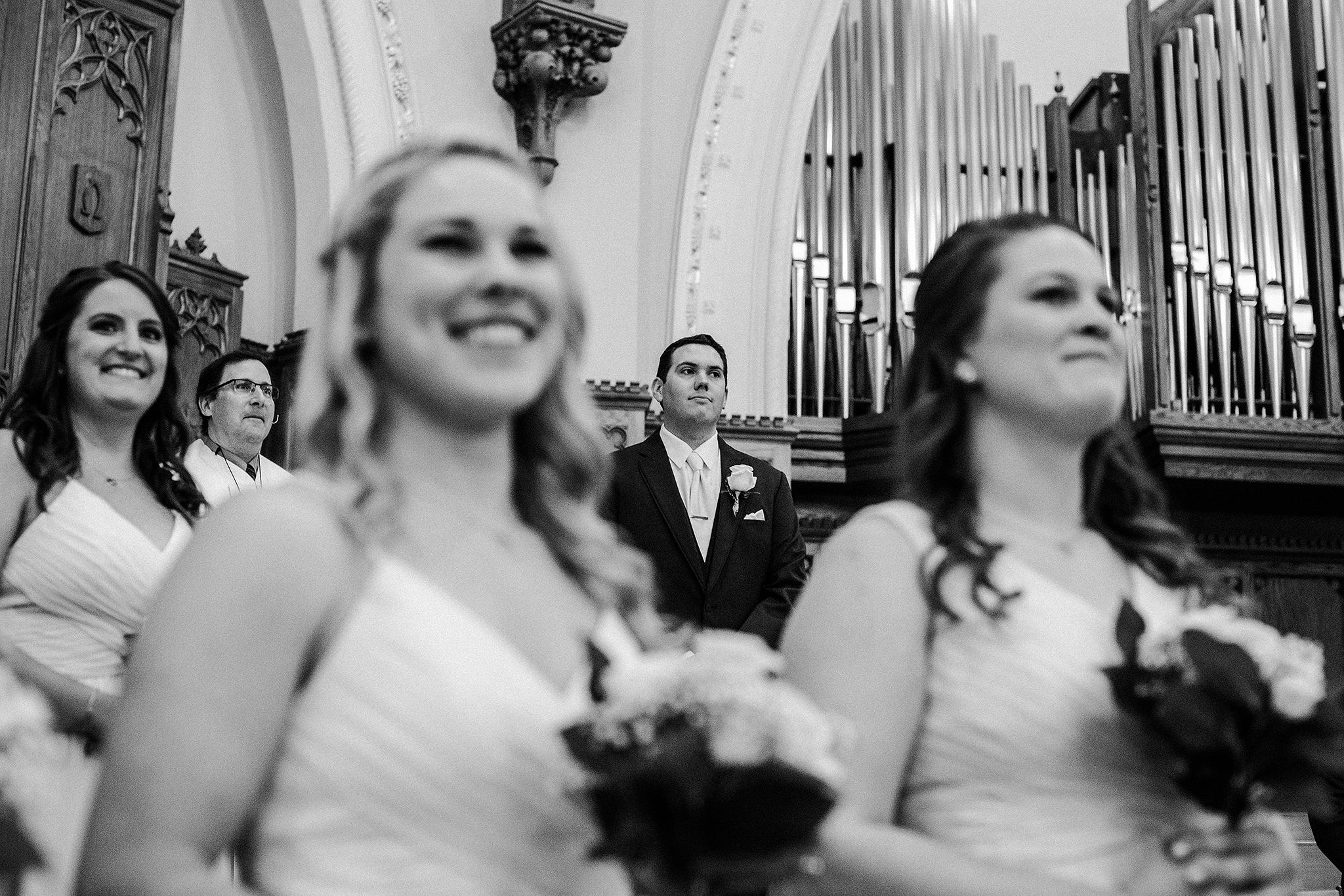 groom seeing bride walk down aisle | dekalb, il wedding photographer
