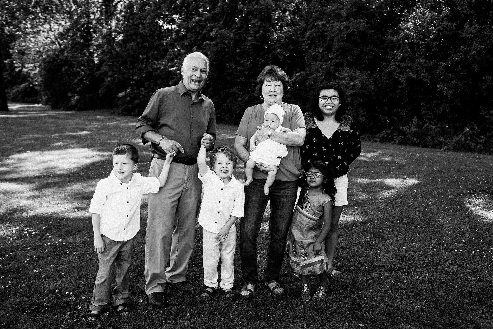 photo of grandparents with grandkids | extended family photos outside | sycamore il family photographer