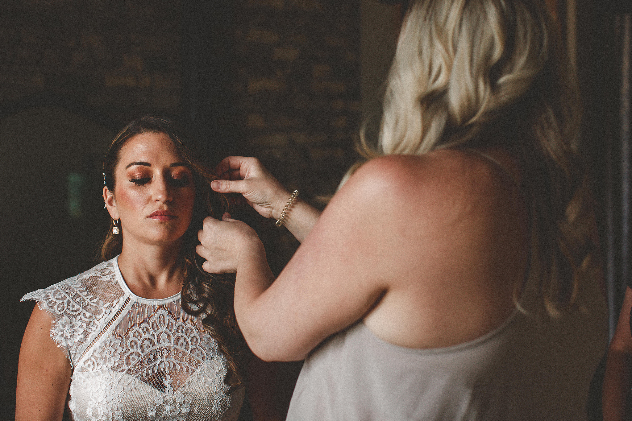 Bride getting ready pictures | the ivy house milwaukee photographer | chrissy deming photography