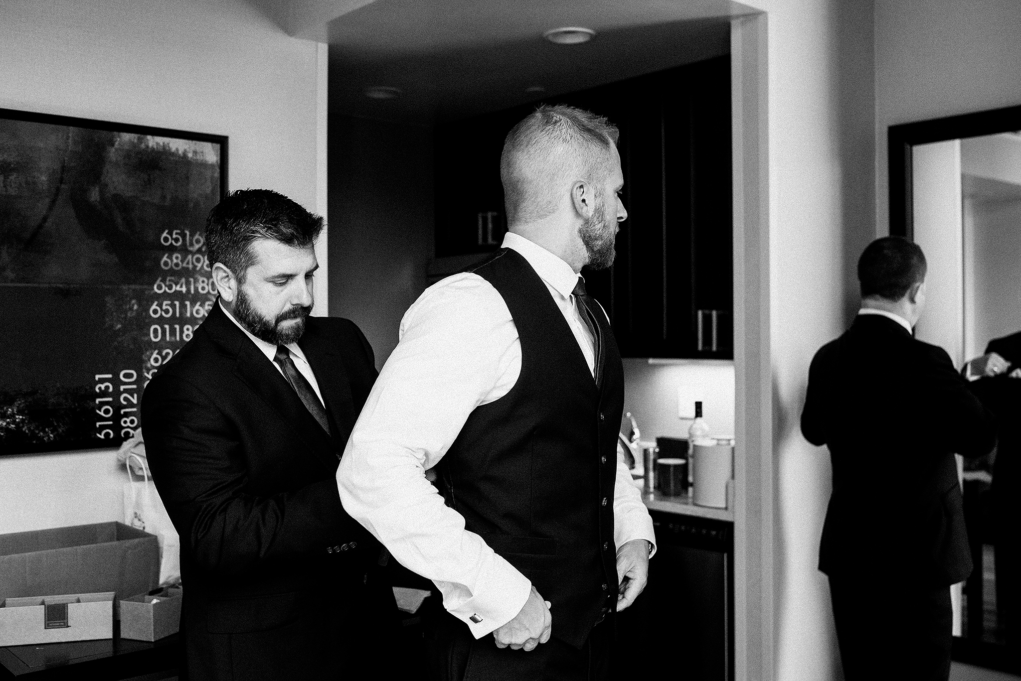 groom getting ready pictures | the ivy house milwaukee wedding photographer | chrissy deming photography