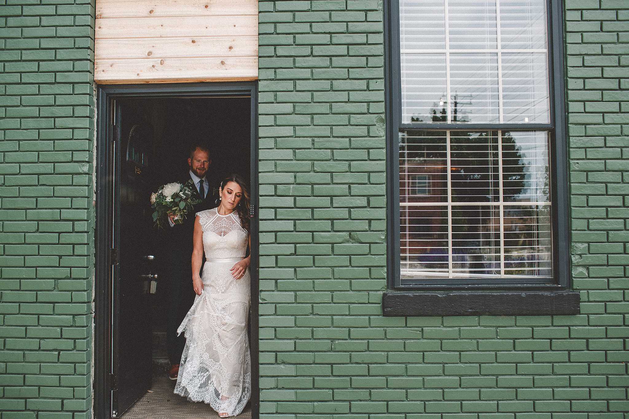 the_ivy_room_milwaukee_wedding_photographer_047.png