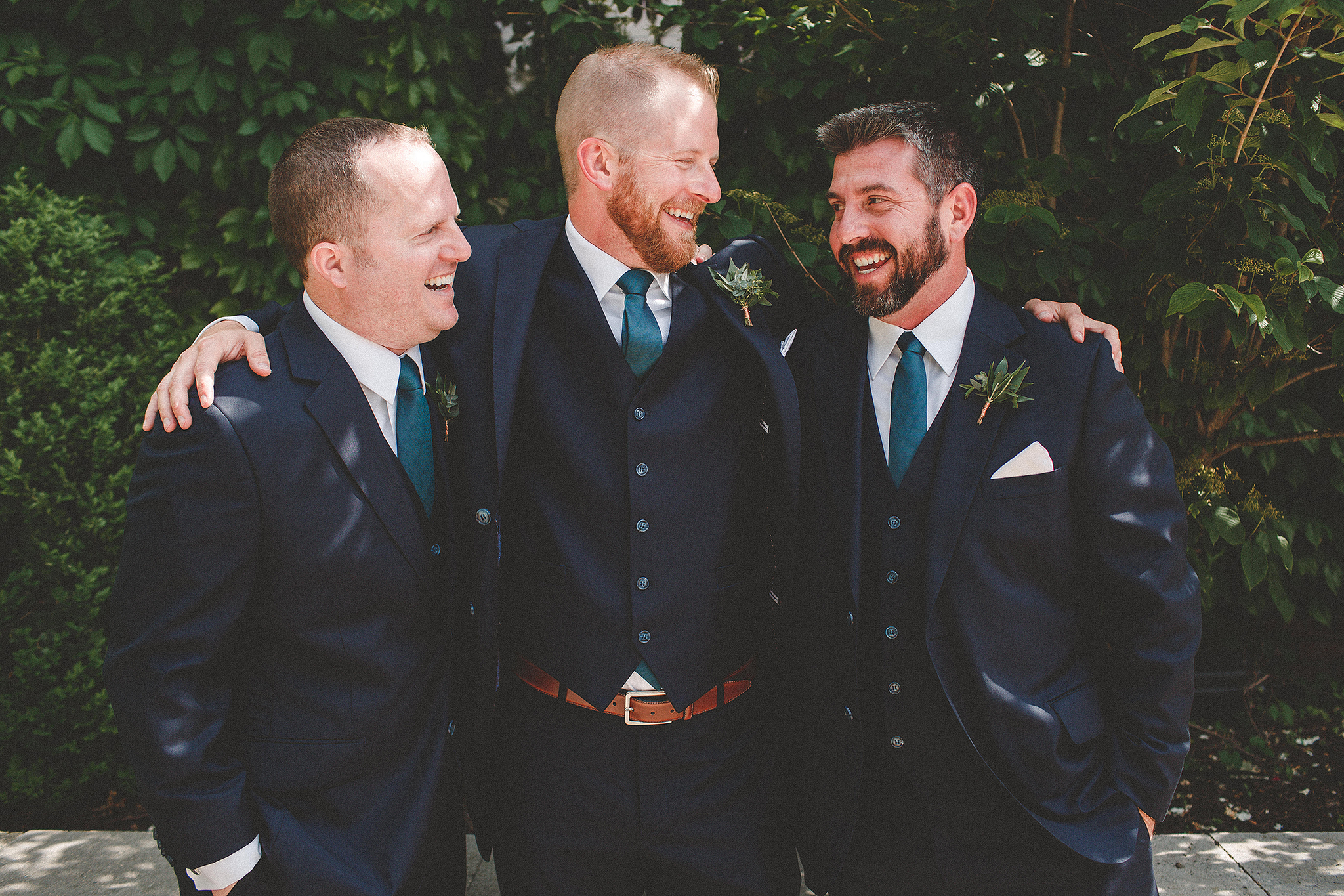 groom/groomsmen laughing picture | the ivy house milwaukee wedding photographer | chrissy deming