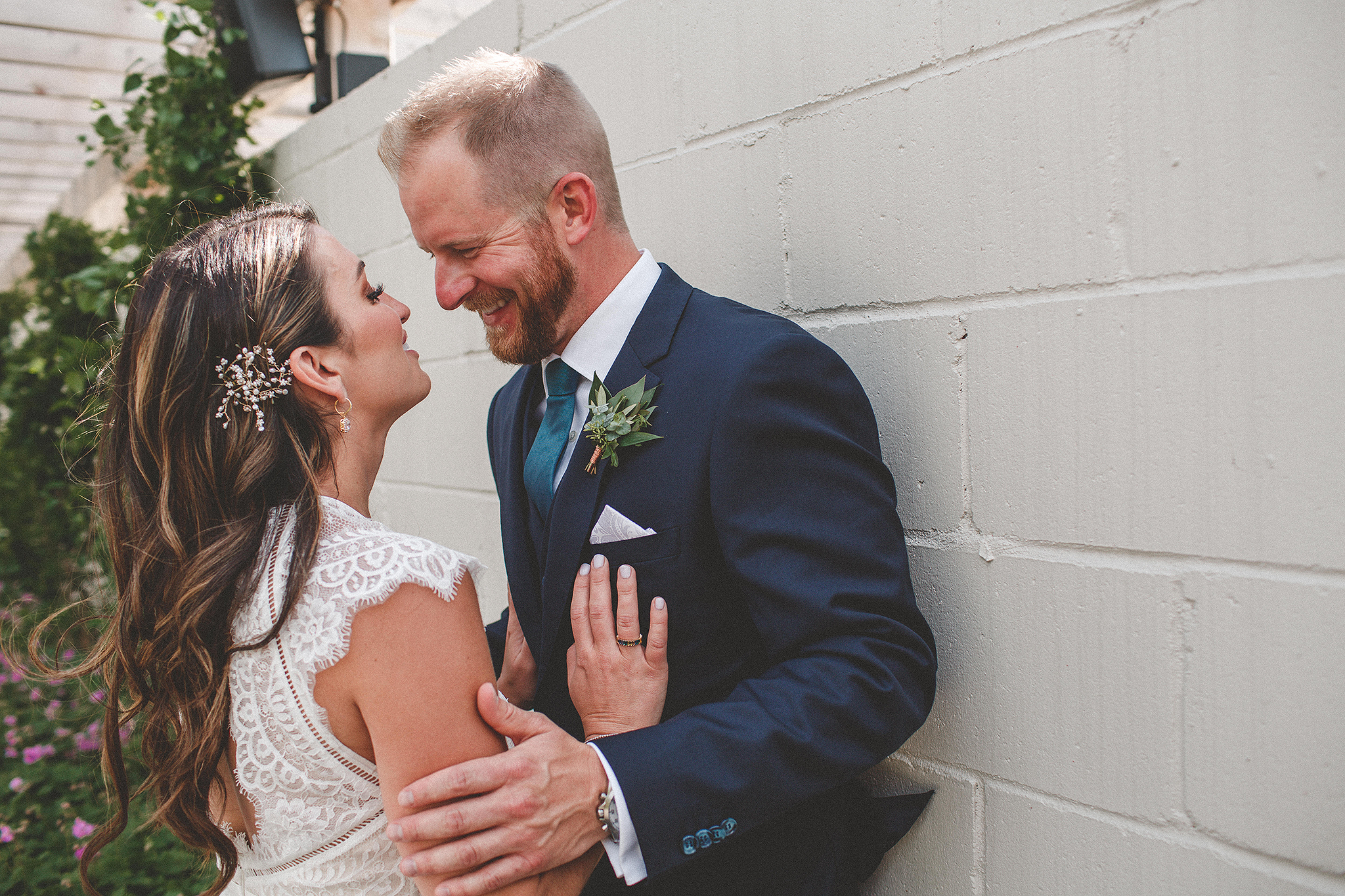 bride/groom candid laughing picture | the ivy house milwaukee wedding photographer | chrissy deming