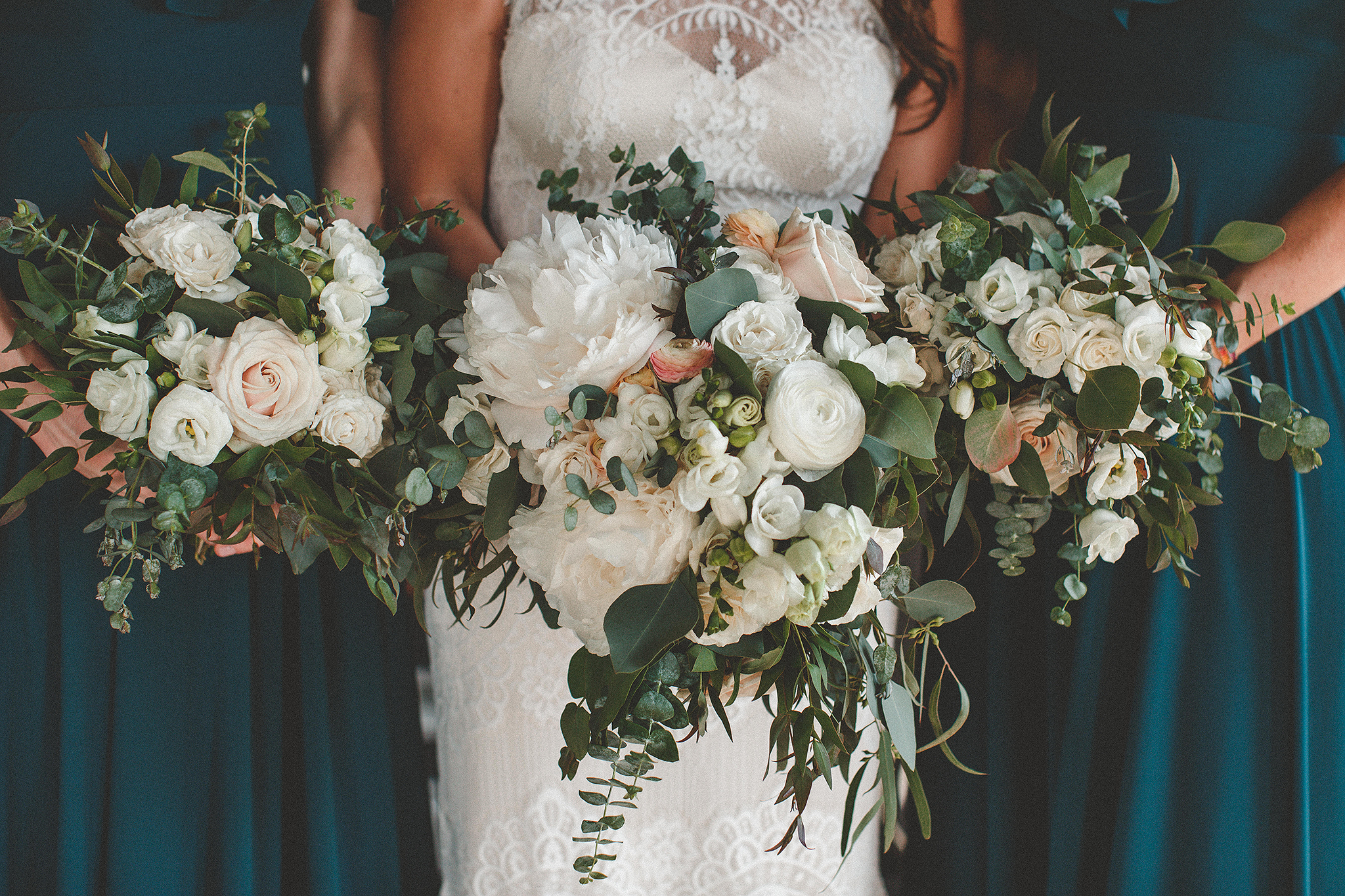 closeup of wedding bouquet | the ivy house milwaukee wedding photographer | chrissy deming