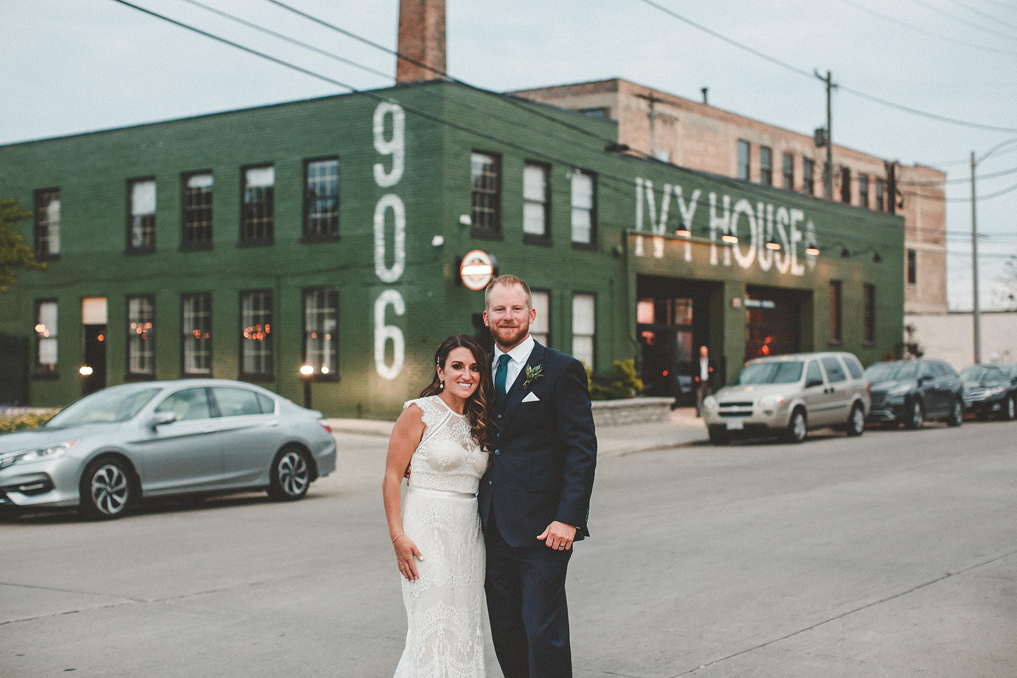 bride/groom sunset photos | the ivy house milwaukee wedding photographer | chrissy deming