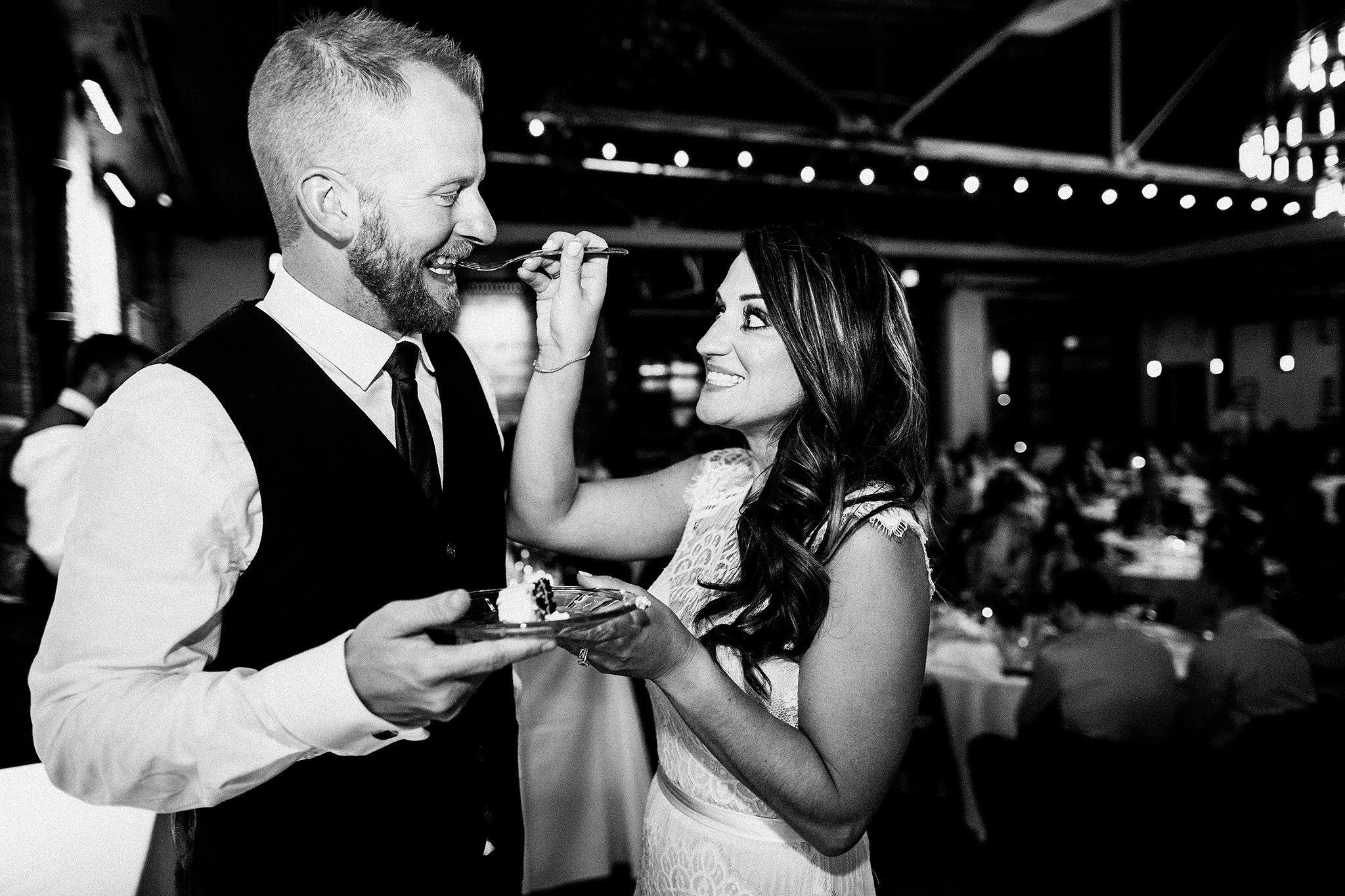 bride/groom cutting cake | the ivy house milwaukee wedding photographer | chrissy deming