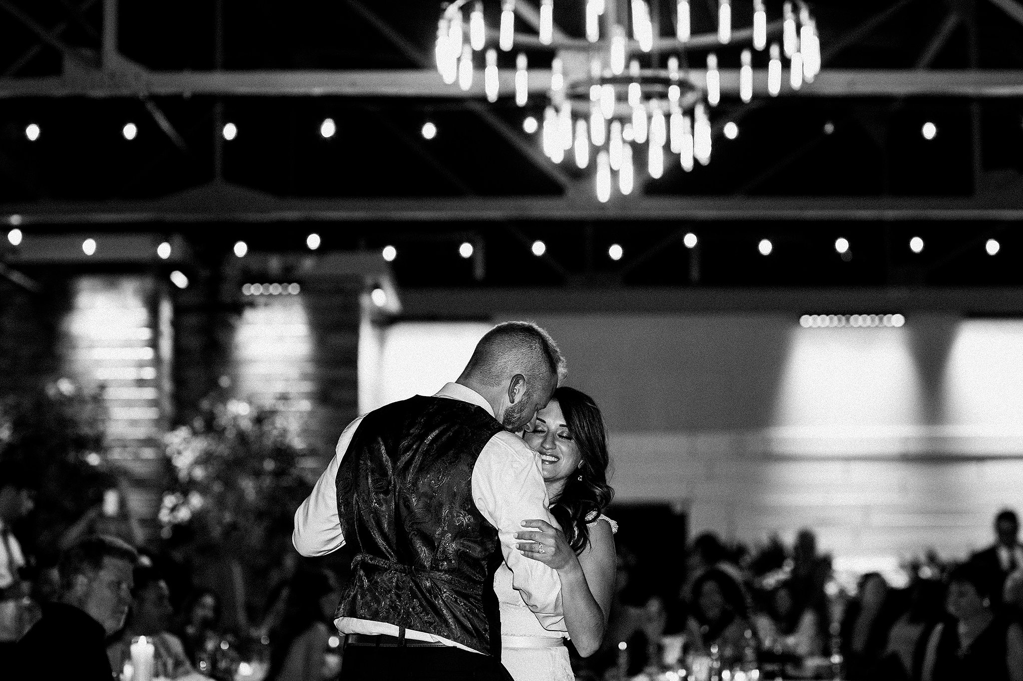 bride/groom first dance | the ivy house milwaukee wedding photographer | chrissy deming