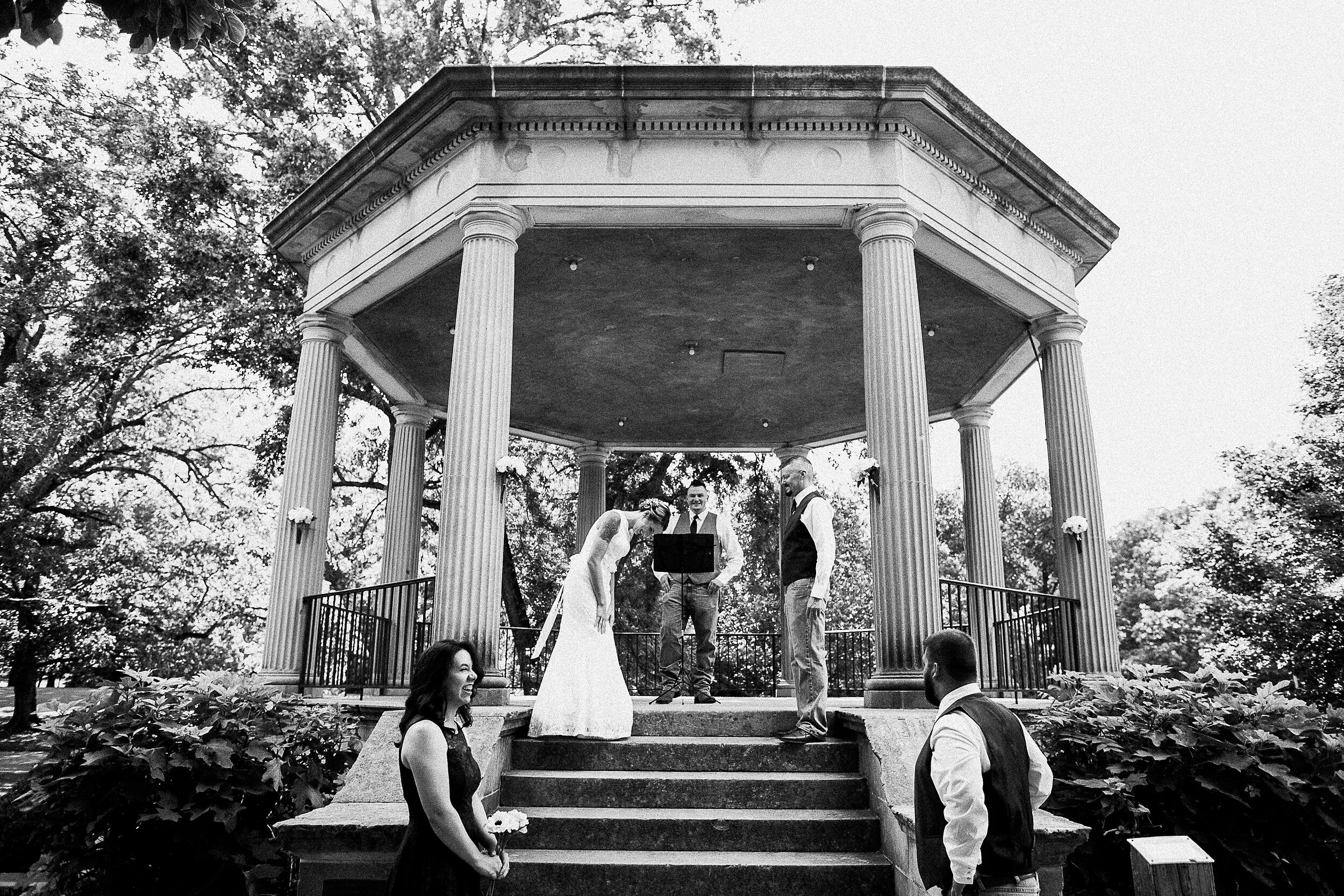 washington-park-gazebo-springfield-il-wedding-photography_0030.jpg
