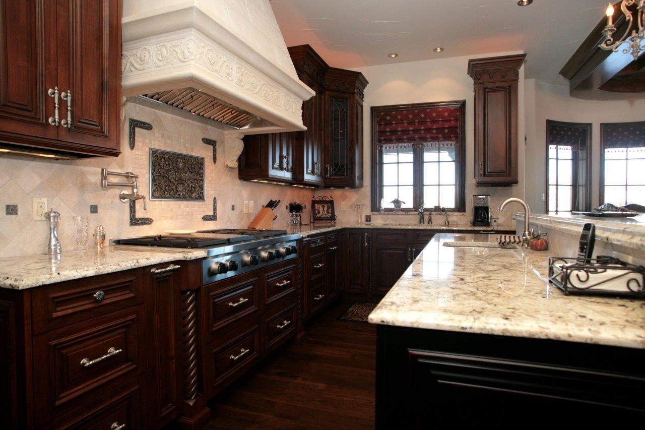 4081 Chestnut- Kitchen.jpg