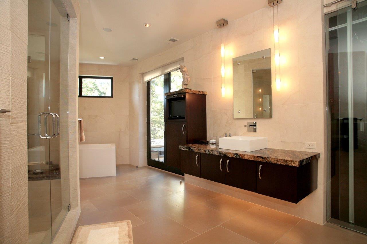 421 Madision masterbathroom.jpg