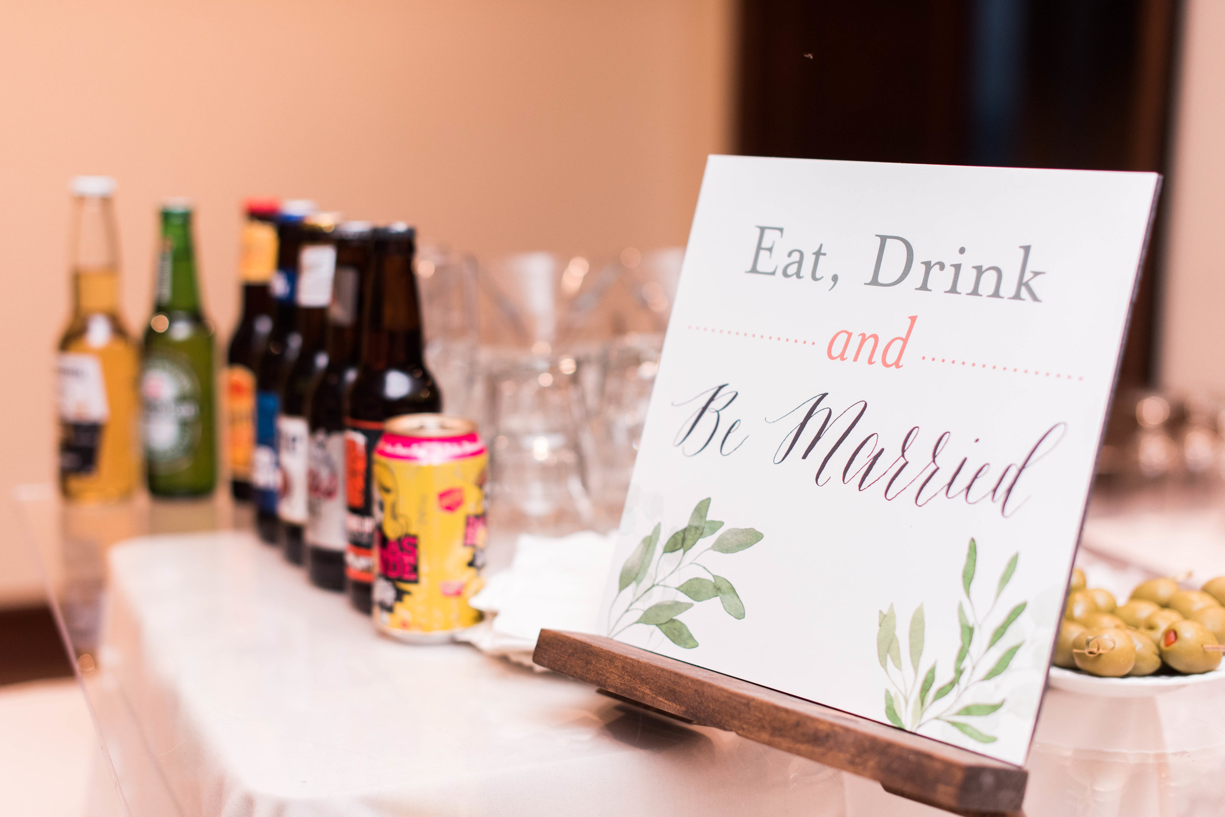 Before entering the ceremony hall, there was an open bar for guests.