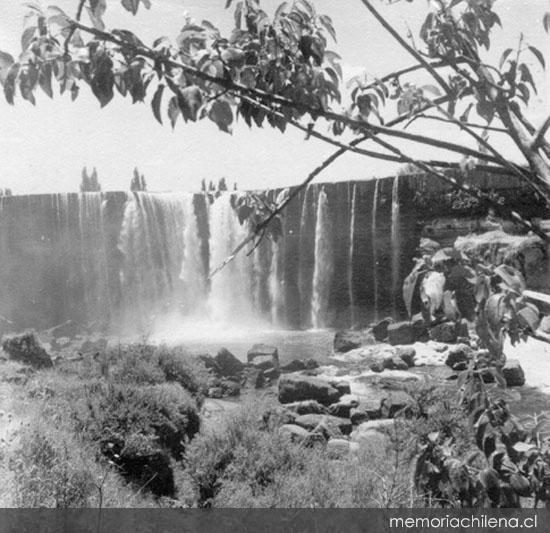 (6) Antonio Quintana,  Salto del Laja hacia 1960  (1960)   © Portal Memoria Chilena