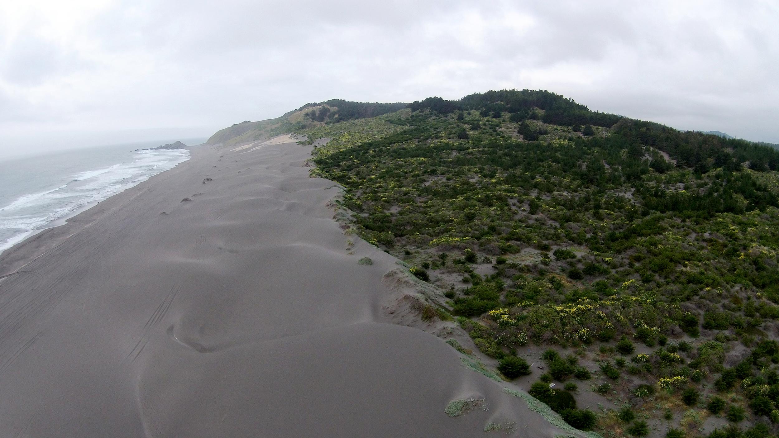 (5  ) Playa de Topocalma · Litueche, Chile © LOF·drone para   LOFscapes