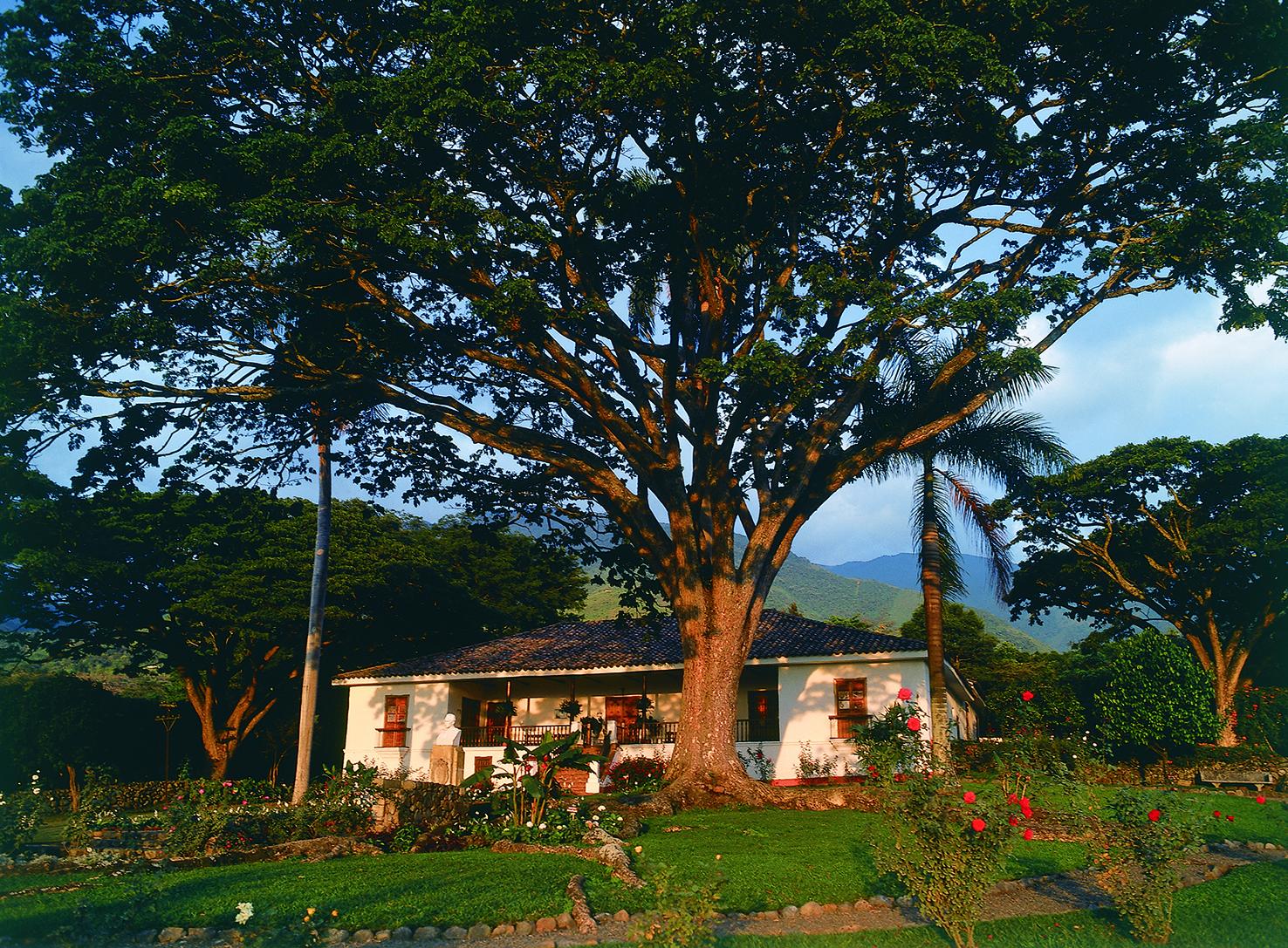 (1) La Arquitectura en el Paisaje_La casa de la Sierra de la hacienda El Paraíso, rememorada en María de Jorge Isaacs © Sylvia Patiño para LOFscapes.jpg
