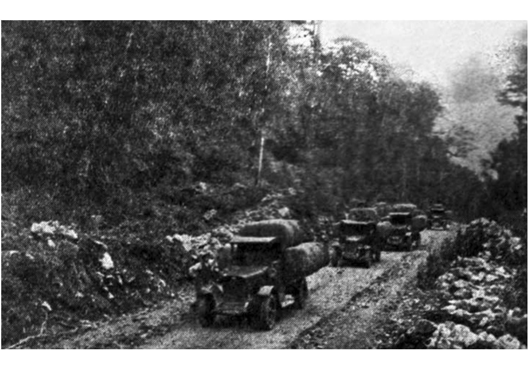 (3) Transporte de lana en camiones desde Coyhaique a Puerto Aysén alrededor de 1940 en MARTINIC Mateo_De la Trapananda al Aysén