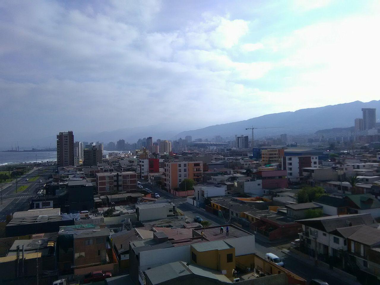 (2) Paisaje urbano de Antofagasta © Sebastián Rodríguez L. para  LOFscapes.
