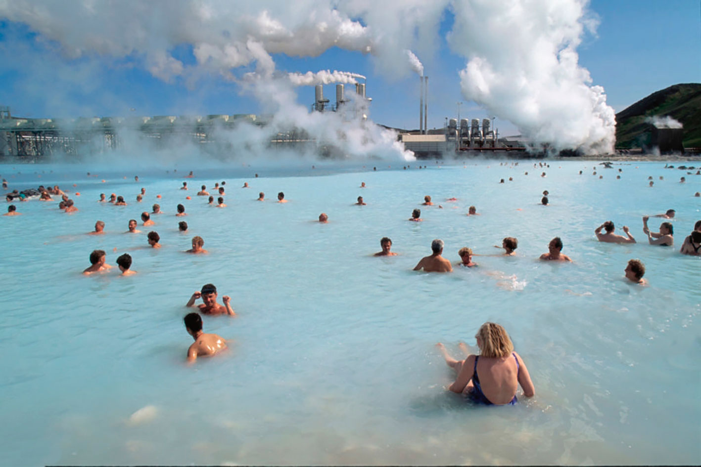 (2) People bathing in blue lagoon © Gettyimages