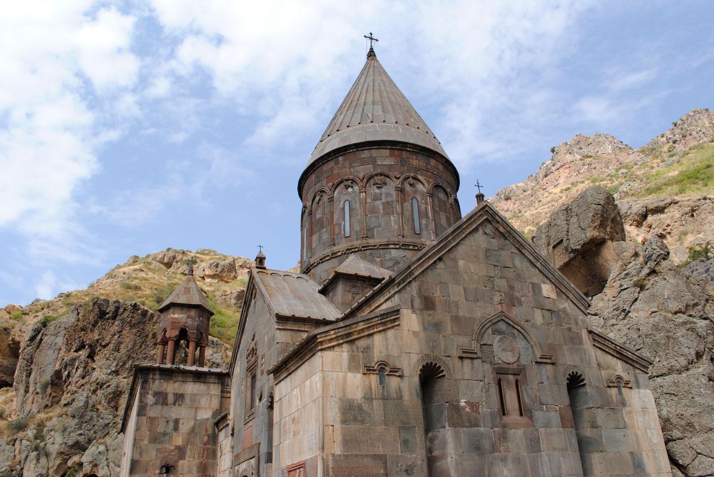(1) Monasterio Geghard, provincia de Kotayk 2018©Agustina Poggione
