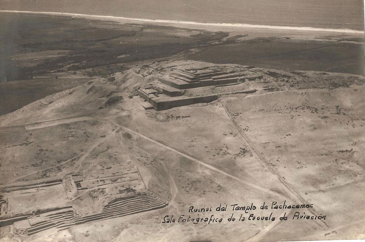 (1)  Ruinas del Templo de Pachacamac. Sala Fotográfica de la Escuela de Aviación .© Fundo Mamacona